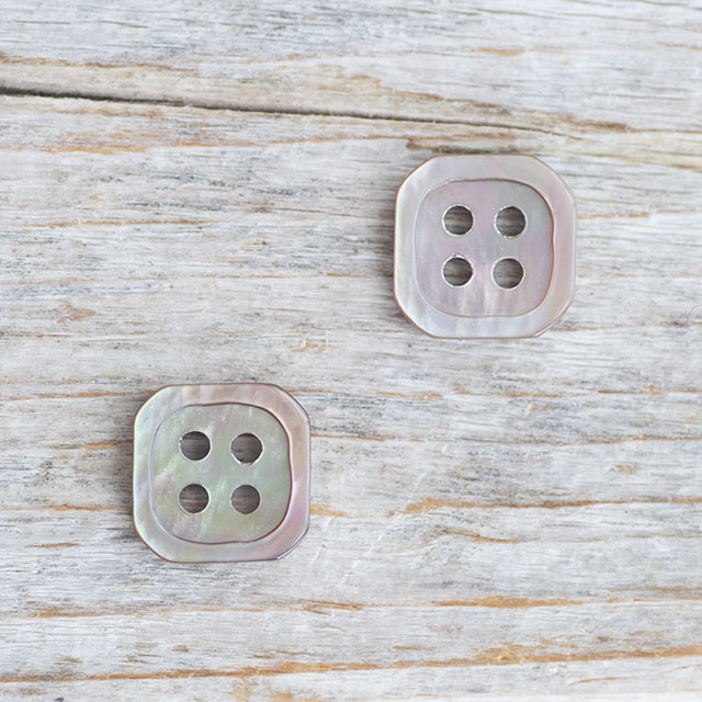 【四角いボタン】茶蝶貝ボタン#bt039 4穴13mm