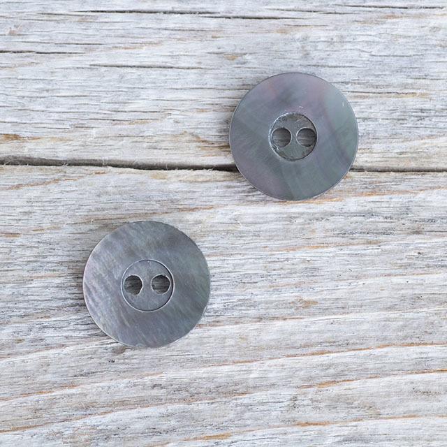 【丸型(シンプルデザイン)】黒蝶貝 貝ボタン#bt060 2穴 13mm