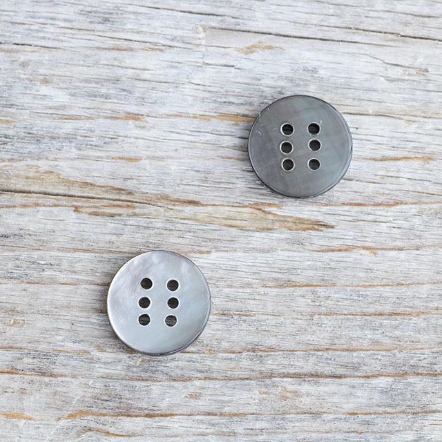 *限定品*【丸型 6穴ボタン】黒蝶貝ボタン#bt064 6穴11.5mm