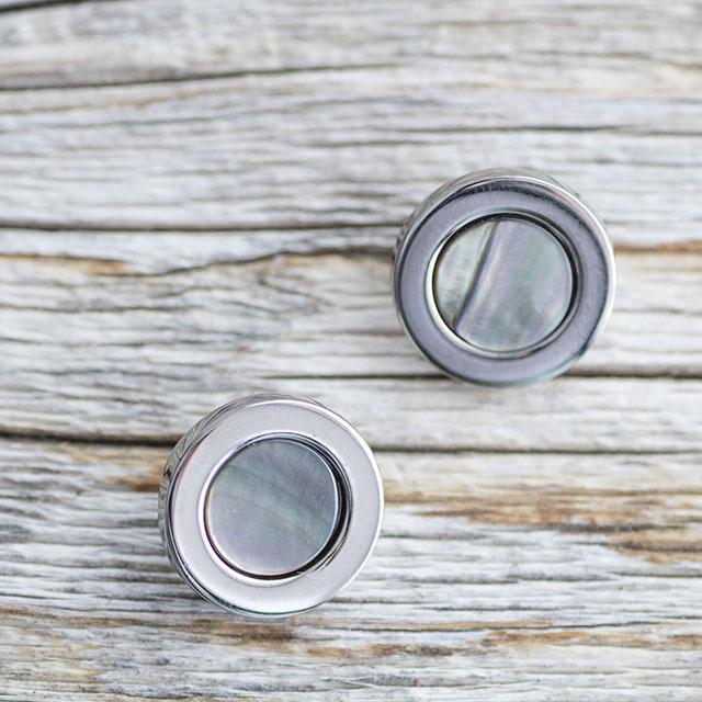 【デザイン貝ボタン(シェル×メタル)】黒蝶貝×シルバー 貝ボタン #BT196 1穴 15mm