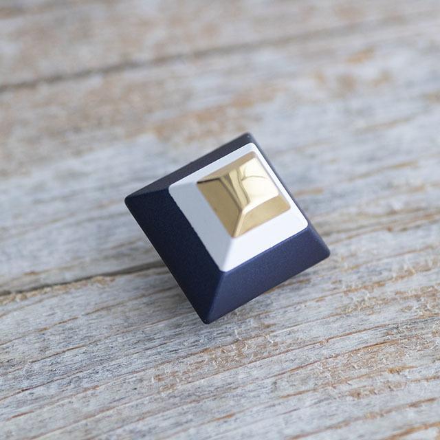 ピラミッドボタン