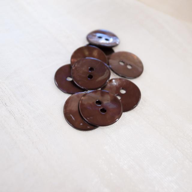 【丸型(染めボタン 皿型)】アコヤパールシェル 貝ボタン#00104 2穴15mm C/#dark chocolate
