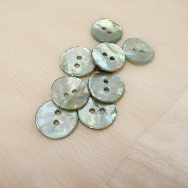【丸型(染めボタン 皿型)】アコヤパールシェル 貝ボタン#00104 2穴15mm C/#pistachio