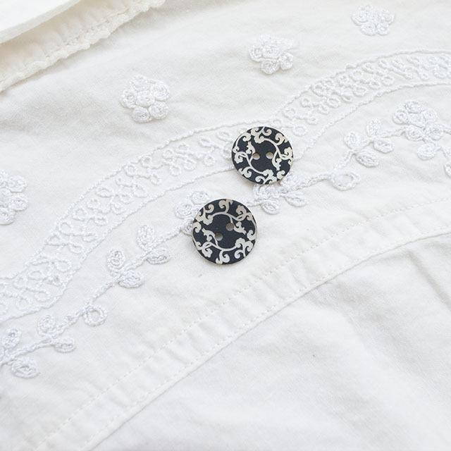 【エスニック柄 貝ボタン】アコヤパールシェル 貝ボタン#15968 2穴15mm C/#BKブラック
