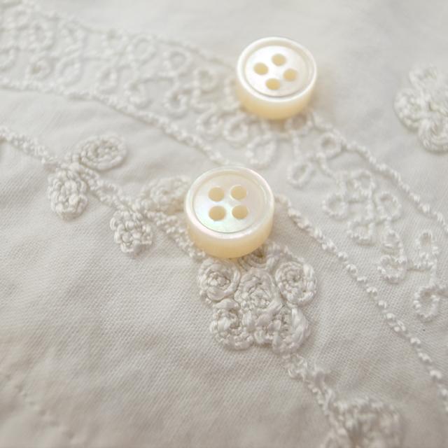 【厚みのあるボタン(4mm厚)】白蝶貝 貝ボタン#00017 4穴9mm