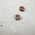 【厚みのあるボタン(3mm厚)】茶蝶貝 貝ボタン#00017 4穴9mm