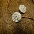【丸型(ヴィンテージデザイン)】真鍮×クリスタルラインストーンボタン#LC653 1穴 C/#as【アンティークシルバー】