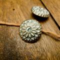 【丸型(ヴィンテージデザイン)】真鍮×クリスタルラインストーンボタン#LC660 1穴 C/#ap【アンティークゴールド】