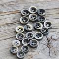 【厚みのあるボタン(シャツ用 4mm厚)】黒蝶貝ボタン#bt131 4穴9mm5個&10mm15個セット【10%OFF】