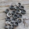 【厚みのあるボタン(シャツ用 4mm厚)】黒蝶貝ボタン#bt131 4穴9mm5個&11.5mm15個セット【10%OFF】
