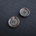 【厚みのある形(CORO)】本水牛ボタン#COROHORN 4穴19mm C/#DB【ブラウン】