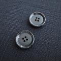 【厚みのある形(CORO)】本水牛ボタン#COROHORN 4穴19mm C/#B【ブラック】