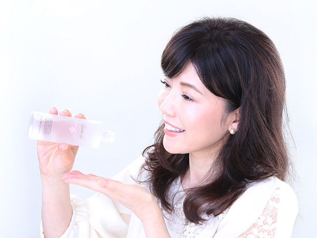 【定期購入】送料無料〈KAKO IIZUKA〉HASモイストローション(化粧水) ヒト由来幹細胞エキス 11の美容成分がお肌に浸透し、保湿・透明感・ハリ・ツヤを