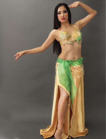 緑がアクセントで目立つ!ゴールドベリーダンス衣装1 ミラーナ