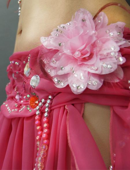 ピンクのコサージュが可愛いベリーダンス衣装3 ミラーナ
