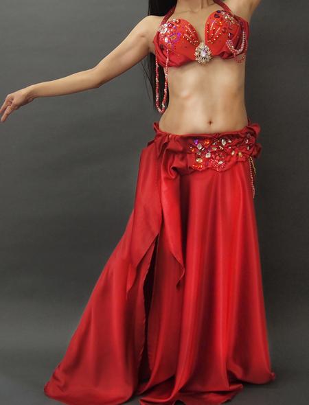 光沢のある豪華な赤のベリーダンス衣装1 ミラーナ