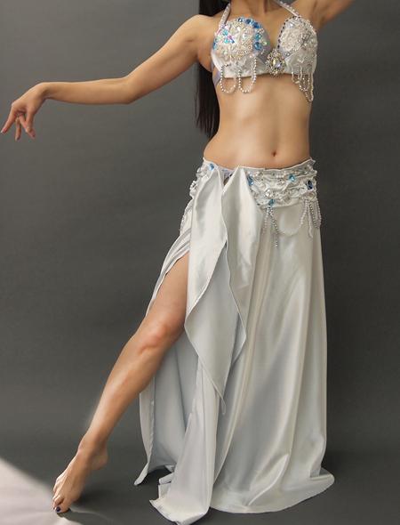光沢溢れるキラキラなシルバーのベリーダンス衣装1 ミラーナ
