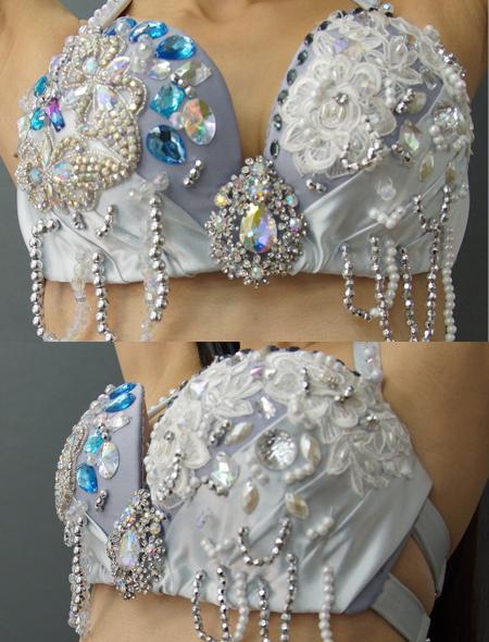 光沢溢れるキラキラなシルバーのベリーダンス衣装2 ミラーナ