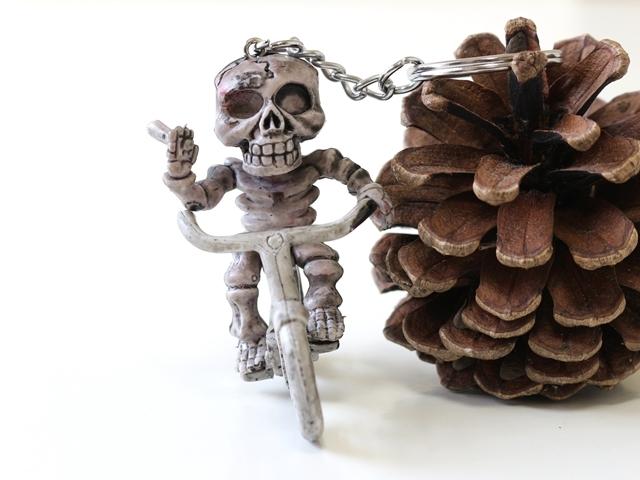 送料無料/キーホルダー 自転車 モチーフ/キーリング メンズ スカル/ドクロー どくろ/ ドクロ 自転車/スカル 髑髏 ロック ガイコツ