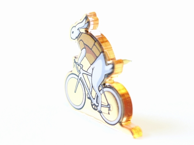 ピンバッジ スーツ かわいい 自転車 ウサギ モチーフ 自転車柄 おしゃれ 自転車好き ロードバイク ピンズ PINS ピンブローチ  日本