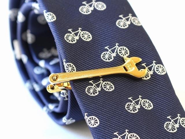 送料無料 ネクタイピン ユニーク モンキーレンチ 工具 ネクタイピン おしゃれ メンズ 自転車 自転車モチーフ 退職祝い プレゼント