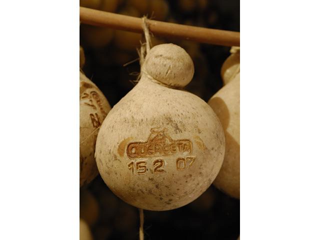 洞窟熟成チーズ カチョカヴァッロ 24ヶ月以上熟成