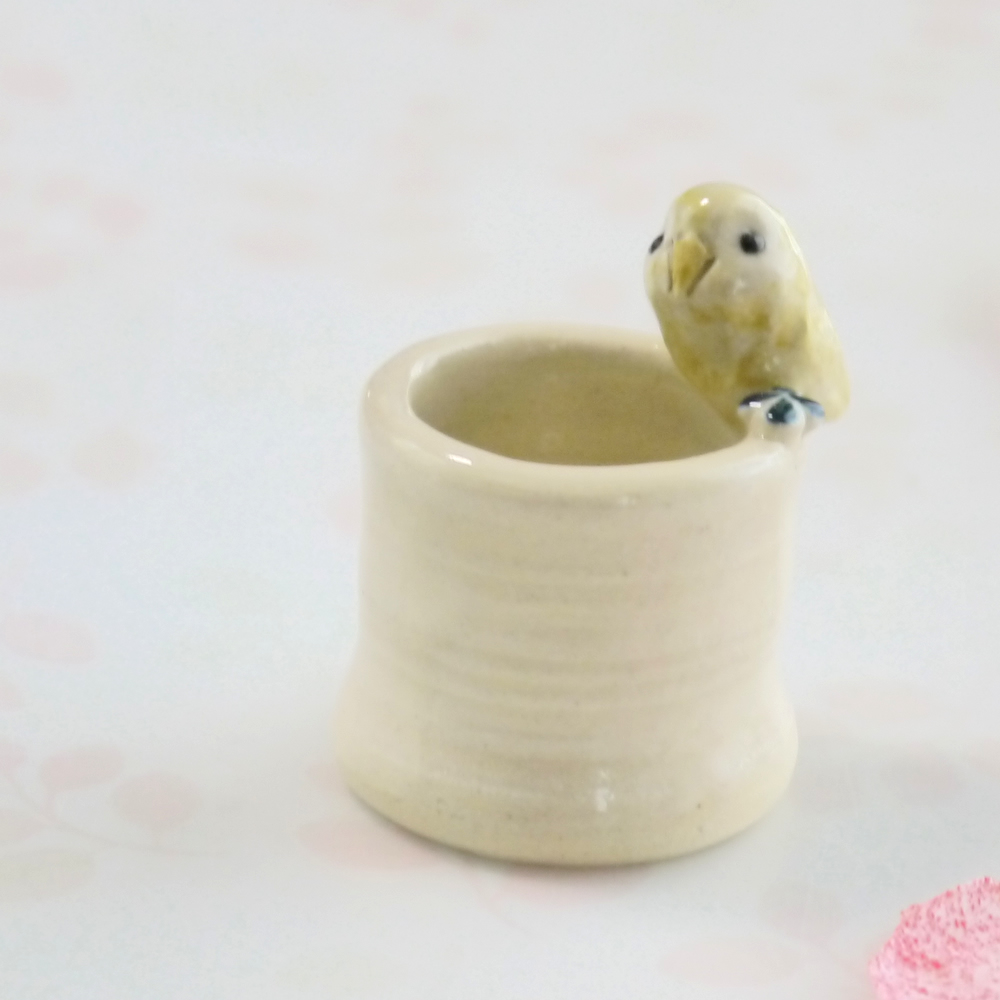 【小鳥雑貨はとはな】★陶器のはんこ立て/フクロウ・ベージュ
