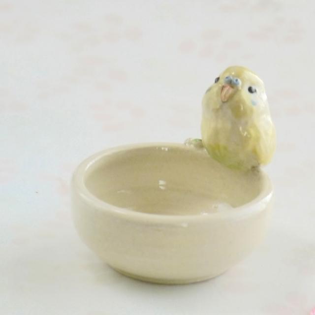 【小鳥雑貨はとはな】★陶器の小物入れ/セキセイ・黄緑♂