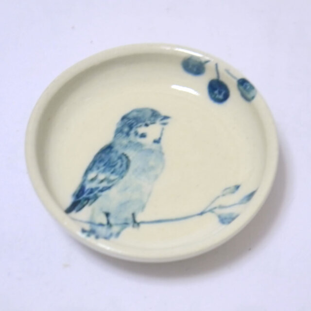 【小鳥雑貨はとはな】★豆皿/ブルーベリーとスズメ右