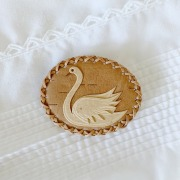 白樺 スワンのブローチ A (楕円)