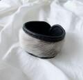 アザラシ毛皮とトナカイ革ブレスレット  黒 <3>