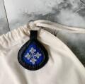ピューター刺繍のキーリング 本体:ブラック/ブルー