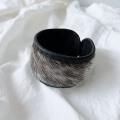 アザラシ毛皮とトナカイ革ブレスレット  黒 <1>