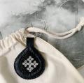 ピューター刺繍のキーリング 本体:ブラック/ブラック