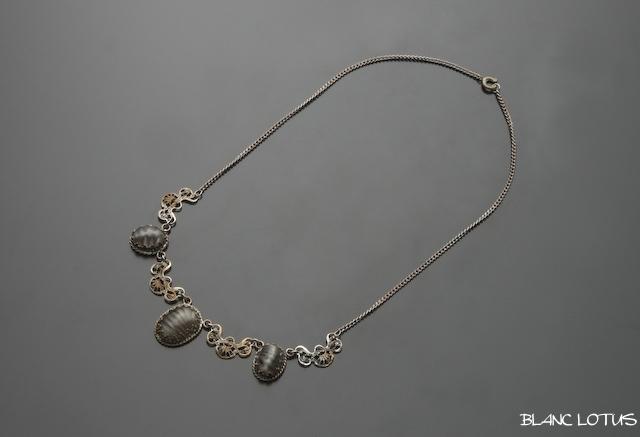 ヴィンテージ グレイッシュストーンのネックレス
