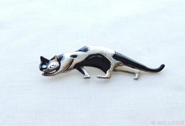 トビ柄猫のブローチ