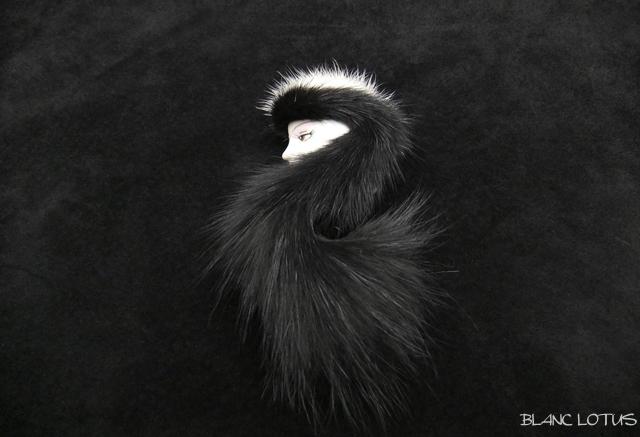 ブローチ Furry Lady ブラック