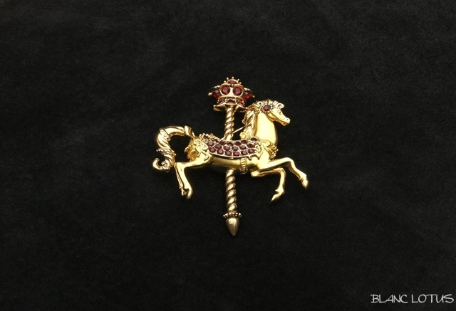 ブローチ カルーセルの馬