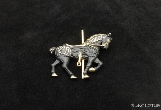 ブローチ  カルーセルの黒馬