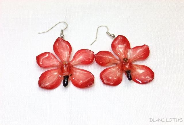 赤い蘭のイヤリング