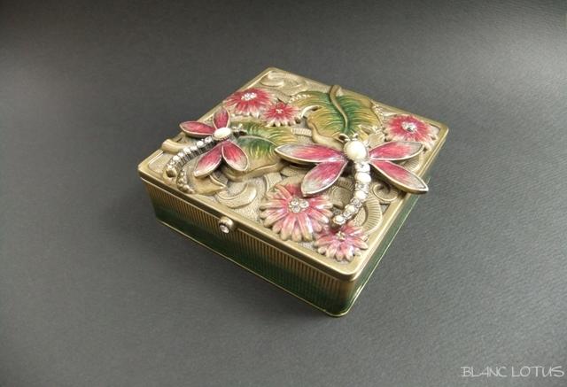 エナメルの小物入れ 蜻蛉と花