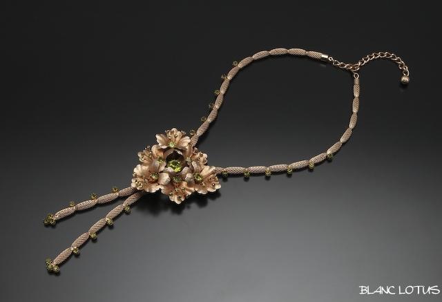 六花のゴールドネックレス