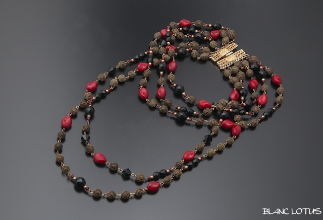 黒と紅のネックレス