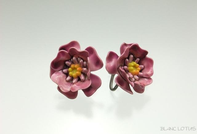 ピンクの花のイヤリング