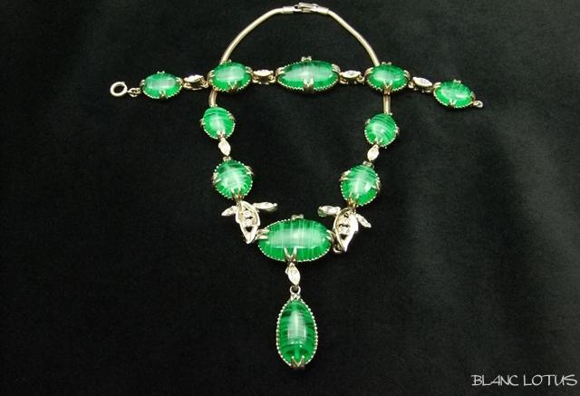 グリーングラスのネックレスとブレスレットのセット