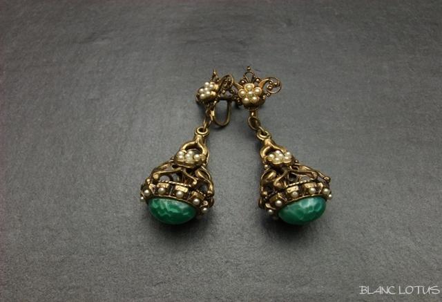 ヴィンテージイヤリング マーブルグリーンの玉と小粒パール