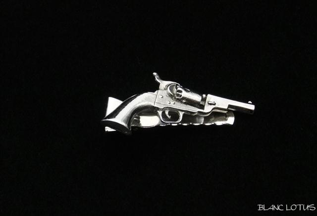 ANSON社製 ネクタイピン 拳銃モチーフ