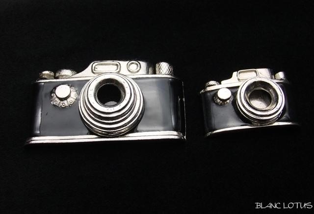 Butler & Wilson  カメラブローチ 2個組