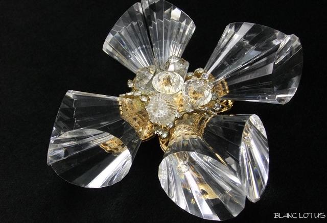 De Lillo(デ リーロ)  氷の花のようなブローチ