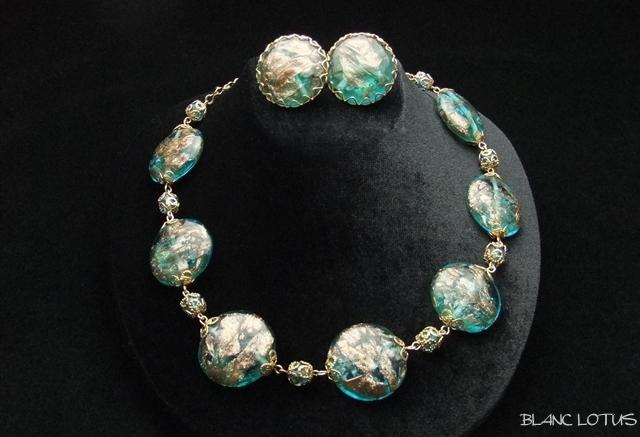 水色のムラーノビーズのネックレスとイヤリングのセット